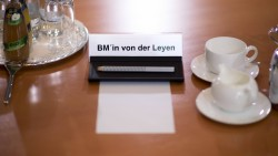 Bundesverteidigungsministerin Ursula von der Leyen (CDU) wird nicht mehr am Tisch des Bundeskabinetts Platz nehmen. Kurz vor der Wahl zur EU-Kommissionschefin kündigte sie ihren Rücktritt an. (Foto: imago images / photothek)