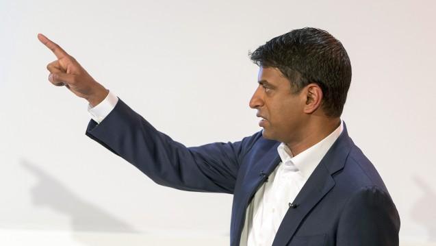Der Chef des Schweizer Pharmakonzerns Novartis, Vas Narasimhan, geht von großen Veränderungen in der Pharmabranche aus. (Foto: picture alliance / AP Photo)