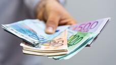 Lange war nicht klar, wer die Kosten trägt. Letztendlich sagte der Bund zu, 16 Millionen Euro für die liegengebliebenen Spritzen zur Verfügung zu stellen.(s / Symbolfoto: vegefox.com / AdobeStock)