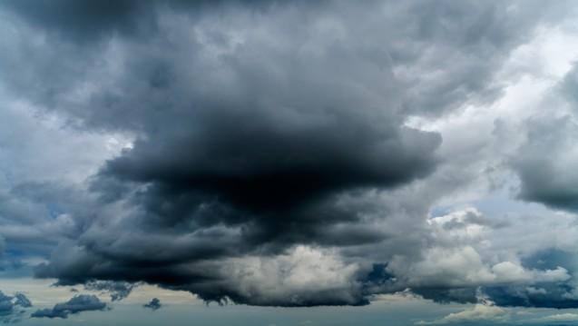 Am Apotheker-Himmel ziehen mächtige und dunkle Wolken dahin. (Foto: tunedin / Fotolia)