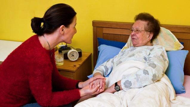 Die Zahl der zu Hause betreuten Pflegebedürftigten steigt.(Foto: Bilderbox)