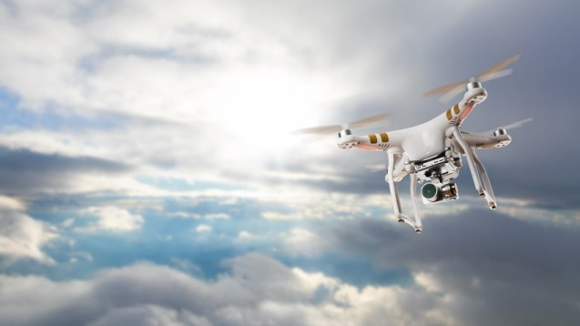 Google will in Notsituationen Arzneimittel oder medizinisches Gerät schneller per Drohne transportieren. Dabei hat Google arzneirechtliche Fragen aber nicht auf dem Schirm, Apotheker nennen Schwachstellen. (Foto: Jag_cz / Fotolia)