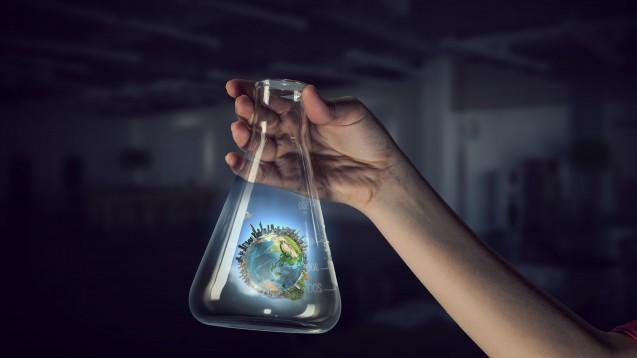 Welchen Beitrag könnten Pharmazeut:innen zur Nachhaltigkeit leisten? Dieser Fragewidmete sich an der Universität Freiburg im Wintersemester 2020/2021 eine eigene Lehrveranstaltung. (Foto: Sergey Nivens / stock.adobe.com)