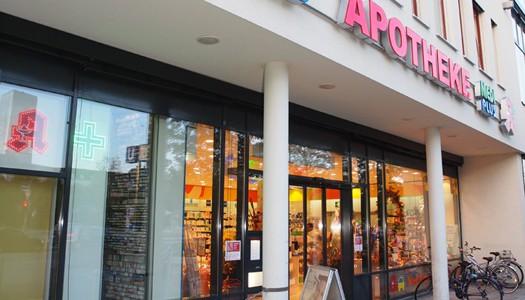 In direkter Nachbarschaft des Olympia Einkaufszentrums und der McDonald's-Filiale: Die MediPlus Apotheke am OEZ. (Foto:SaniPlus Apotheken Lauterbach)