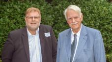 Gastgeber beim politischen Sommerabend der Hamburger Apotheker: Kammerpräsident Kai-Peter Siemsen (l.) und Dr. Jörn Graue, Vorsitzender des Hamburger Apothekervereins. (Foto: tmb)