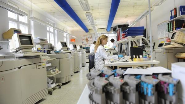 Laborärzte sehen Corona-Tests in Apotheken kritisch