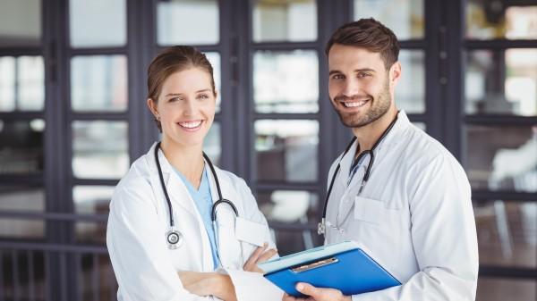 Mehr Geld für Ärzte an kommunalen Kliniken