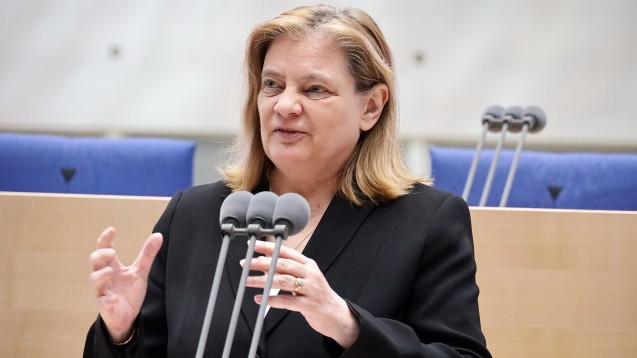 Sabine Weiss, parlamenatrische Staatssekretärin im BMG, erklärte auf dem Zukunftskongress Apotheke das weitere Vorgehen in Sachen Apotheken-Stärkungsgesetz. (Foto: Alois Müller)