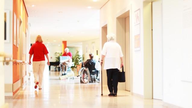 Heimversorgung: Was für Apotheker wichtig ist, erfahren Sie beim Forum Heimversorgung auf der Interpharm in Stuttgart. (j/Foto: Peter Atkins / stock.adobe.com)