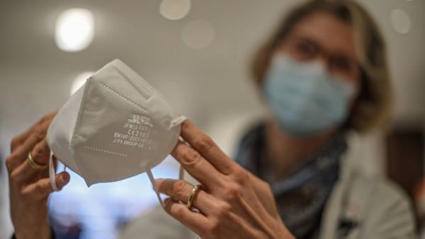 Wie lange darf eine FFP2-Maske getragen werden – Stunden, Tage, Wochen?