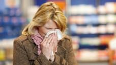 Die Grippe-Welle im vergangenen Winter beschwerte den Apotheken ab Februar 2018 auch steigende Umsätze bei OTC-Erkältungsmitteln. (s / Foto: Christian Schwier /stock.adobe.com)