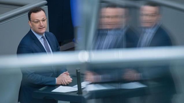 """Bundesgesundheitsminister Jens Spahn (CDU) will die Digitalisierung mit """"Zuversicht und guter Laune"""" voranbringen. (c / Foto: imago images / Christian Spicker)"""