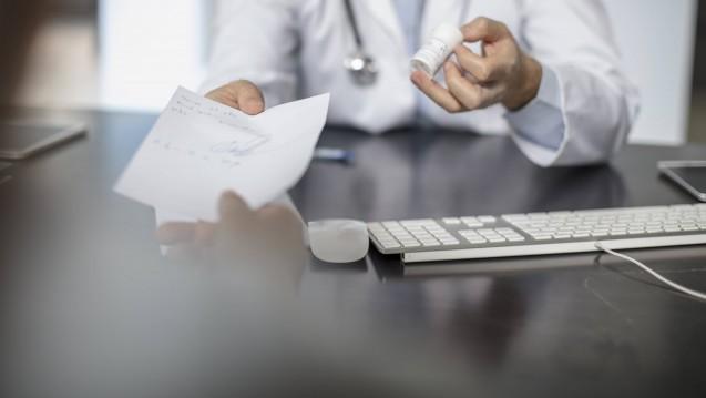 Mehr Rezepte durch Sponsoring: Einer amerikanischen Studie zufolge gibt es einen Zusammenhang zwischen finanziellen Zuwendungen und Überdosierungen. ( r / Foto: imago)