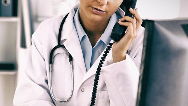 Ab dem 1. Juni müssen Patienten mit Infektionen der oberen Atemwege für eine Krankschreibung wieder persönlich zum Arzt. Aufgrund der Corona-Pandemie hatte der G-BA seit März eine telefonische Krankschreibung ermöglicht. (m / Foto: vectorfusionart / stock.adobe.com)