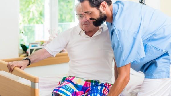 Pflegereform schreckt Altenpfleger-Azubis ab