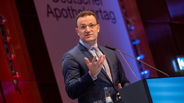 Bundesgesundheitsminister Jens Spahn wirbt derzeit für die ersten Regelungen der Apothekenreform, die heute in Kraft treten. Er wolle gezielt die Apotheke vor Ort stärken. (m / Foto: Schelbert)