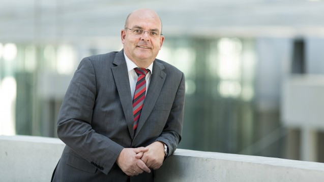 Der SPD-Abgeordnete Edgar Franke will die Bemühungen des BMG zum Rx-Versandverbot rechtlich sehr genau hinterfragen. (Foto: Imago)
