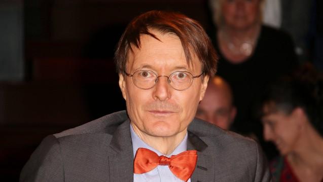 Karl Lauterbach bedauert die Aufnahme des Rx-Versandverbots in den Koalitionsvertrag, mit dem der SPD-Gesundheitspolitiker ansonsten sehr zufrieden ist. (Foto: Imago)