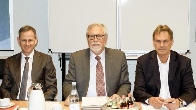 Kammerversammlung in Kiel: Kammerjustitiar Dr. Stefan Zerres, Kammerpräsident Gerd Ehmen, Kammergeschäftsführer Frank Jaschkowski (v.l.). (Foto: tmb)