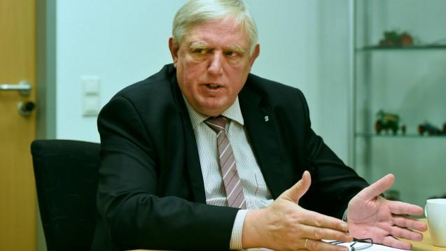 NRW-Gesundheitsminister ist in seinem Bundesland mit sinkenden Apothekenzahlen konfrontiert. Sieht der MInister ein Versorgungsproblem? Teil 2 des DAZ.online-Interviews. (s / Foto: Imago)