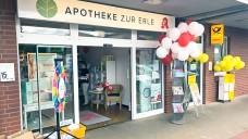 In Deutschland dürfen Apotheker Postfilialen nur getrennt von den Apothekenbetriebsräumen führen - so auch im Falle der Apotheke zur Erle in Ellerau in Schleswig-Holstein, die im Sommer dieses Jahres ihre Postfiliale eröffnet hat. ( r / Foto:Bilhl)