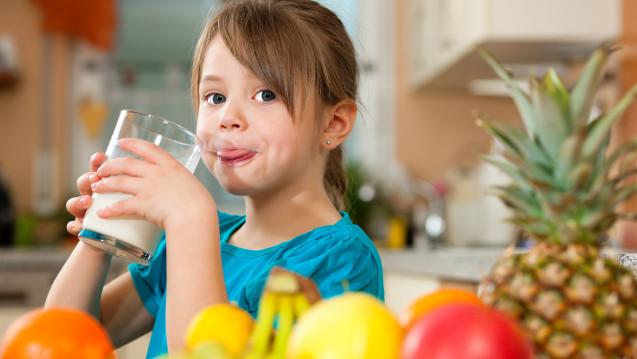 Als Calcium-Quelle sollten Milchprodukte bevorzugt werden.(Foto:Kzenon / stock.adobe.com)