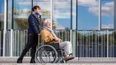 Reform dringend nötig: Alleine in der Altenpflege fehlten heute rund 30.000 Fachkräfte. (Foto: Photographee.eu - Fotolia)