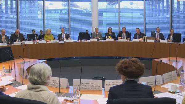 Klare Fronten bei der Anhörung zur PTA-Reform
