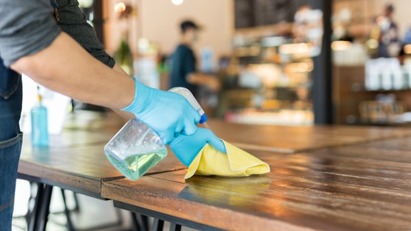 SARS-CoV-2: mehr reinigen, weniger desinfizieren