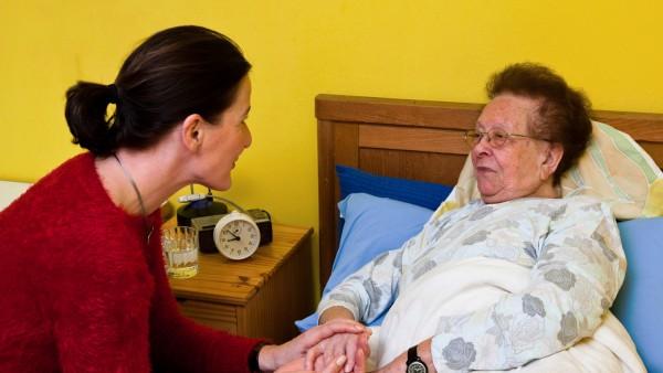 Absicherung für pflegende Angehörige verbessert