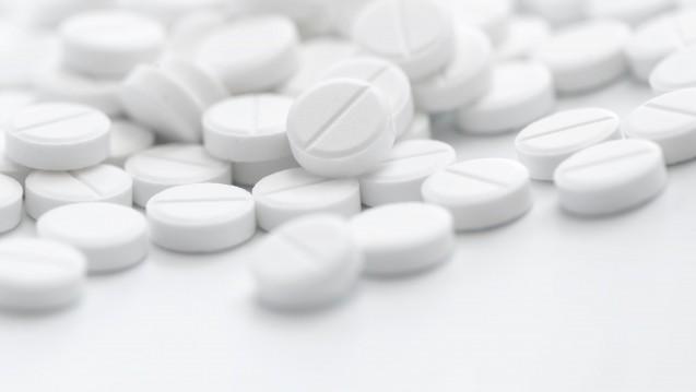 Die AMK unterstützt die Apotheker beim Aut-simile-Austausch. Seit 9. Juni finden sich nun auch orale Glucocorticoide in der Äquivalenzdosentabelle der AMK. ( r / Foto: stefanholm / stock.adobe.com)
