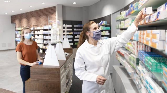 Apotheker:innen halten laut einer aktuellen AVNR-Umfrage eine bürgernahe Versorgung mit Schnelltests in Apotheken für möglich. (s / Foto: IMAGO / Westend61)