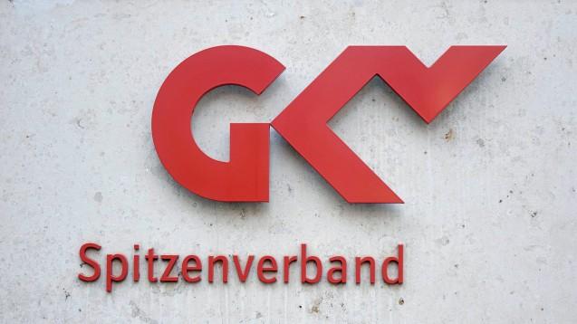 Der GKV-Spitzenverband wehrt sich dagegen, dass die Krankenkassen die TI-Anbindung der EU-Versandhändler finanzieren sollen. (x / Foto: imago images / Steinach)