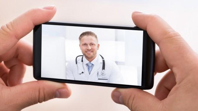 Mit dem E-Health-Gesetz wurden auch Online-Videosprechstunden als telemedizinische Leistung möglich. (Foto: Andrey Popov / Fotolia)