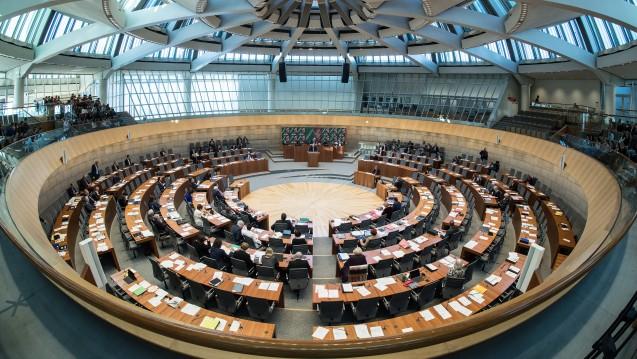 Neue Besetzung: Mitte Mai wählt Nordrhein-Westfalen einen neuen Landtag. Welchen Kurs schlägt die neue Regierung bei den Apothekenthemen ein? (Foto: dpa)
