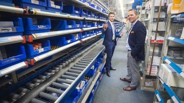 Gehe-Niederlassungsleiter Markus Kirchhoff und CDU-Politiker Tino Sorge in der Magdeburger Gehe-Niederlassung. (Foto: Gehe)