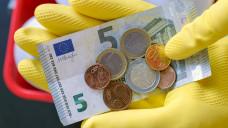 """Weniger """"Mini"""", mehr Job: Die FDP fordert, dass Minijober –auch in Apotheken –mehr verdienen können. (m / Foto: Imago)"""