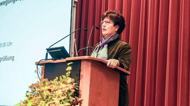 Hessens Kammerpräsidentin Funke wirbt dafür, sich gut zu überlegen, den Botendienst auszuweiten. (m / Bild: Landesapothekerkammer Hessen)