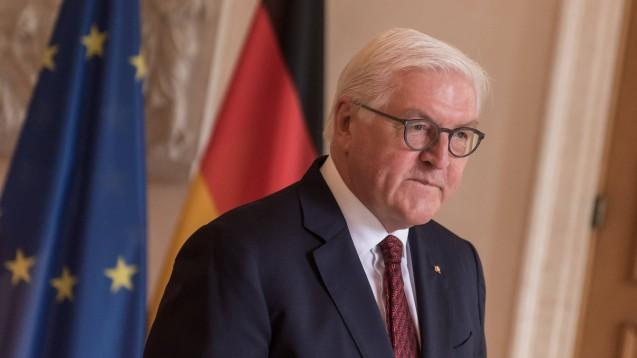 Bei Bundespräsident Frank-Walter Steinmeier dümpelt derzeit das GSAV. (Foto: imago images / Christian Spicker)