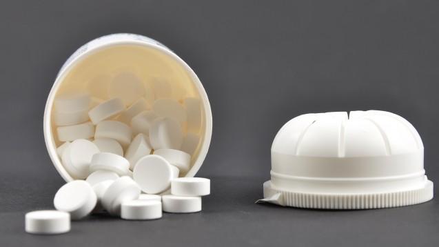 MTX soll sicherer werden, der PRAC hat nun Maßnahmen empfohlen, damit Überdosierungen künftig vermieden werden. Unter anderem will der PRAC, dass MTX-Tabletten, die nur einmal pro Woche eingenommen werden, nur noch in Blistern in Verkehr kommen. (m / Foto: lantapix / stock.adobe.com)
