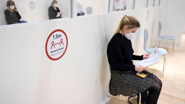 Nach durchgemachter SARS-CoV-2-Infektion und des weiterhin bestehenden Impfstoffmangels sollten immungesunde Personen, die eine SARS-CoV-2- Infektion durchgemacht haben, nach Ansicht der STIKO zunächst nicht geimpft werden. (Foto: IMAGO / Joerg Boethling)