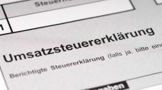 Schluss mit Steuertricks: Der BFH hat DocMorris die rote Karte gezeigt. (Foto: PhotographyByMK/Fotolia)