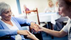 Die AOK-Studie in Pflegeheimen hat auch Fälle von Harnwegsinfektionen untersucht; und wie es um Kontakte zu Haus- und Fachärzten bestellt ist.(Foto: WavebreakMediaMicro / stock.adobe.com)