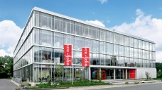 Johnson & Johnson ist nur dank der Nicht-Pharma-Umsätze auf Platz eins. Hier der Johnson & Johnson GmbH Firmensitz in Neuss. (Foto:Johnson & Johnson GmbH)