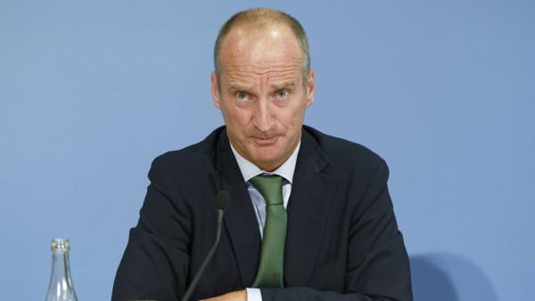 """Schmidt ärgert sich über """"Ideologie"""" der Monopolkommission"""