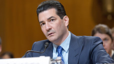 FDA-Chef Scott Gottlieb warnt die Konsumenten während der Grippewelle vor unseriösen Grippemitteln und illegalen Versandapotheken. (Foto: Imago)