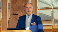 Baden-Württembergs Kammerpräsident Dr. Günther Hanke hat kein Verständnis dafür, dass die ABDA zum Honorargutachten streikt. ( r / Foto: DAZ)