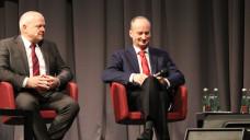 ABDA-Präsident Friedemann Schmidt (li.) und BAK-Präsident Andreas Kiefer musten sich auf dem Pharmacon in Schladming heftige Vorwürfe gefallen lassen. (Foto: DAZ.online)