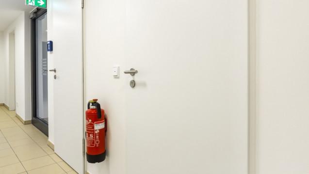 Auch in Apotheken müssen Feuerlöscher in regelmäßigen Abständen sachgerecht gewartet und auf ihre Funktionsfähigkeit geprüft werden. (Foto:Matthias Buehner / stock.adobe.com)